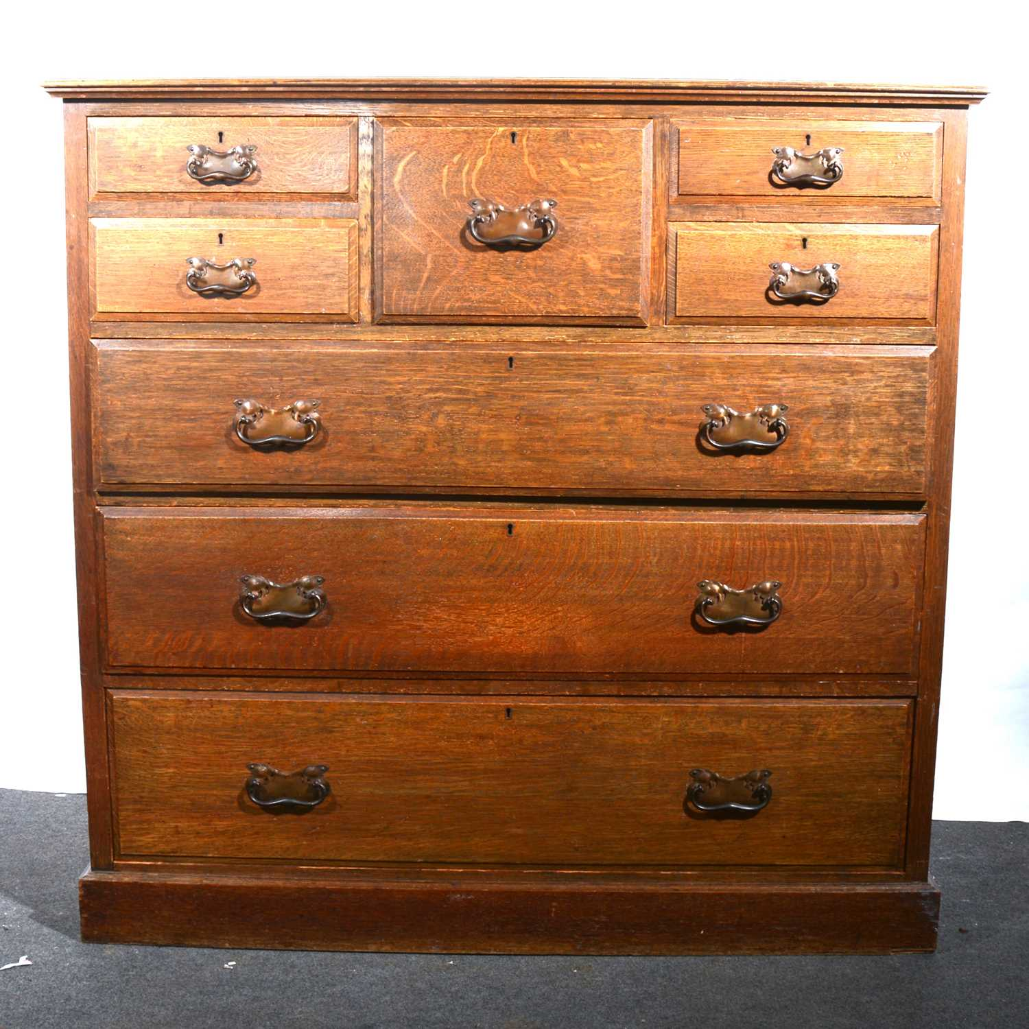 Lot 17 - An Edwardian oak chest of drawers.