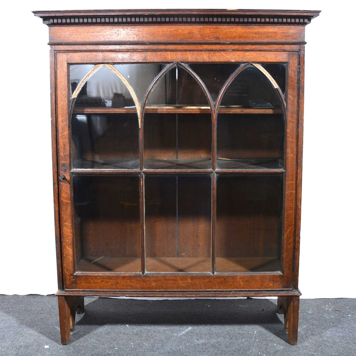Lot 16 - An oak bookcase.