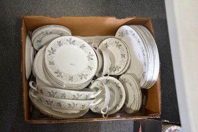 Lot 42 - Royal Tuscan 'Rondelay' dinner and tea service