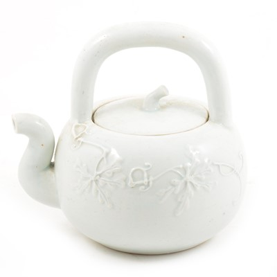Lot 66 - Chinese porcelain teapot