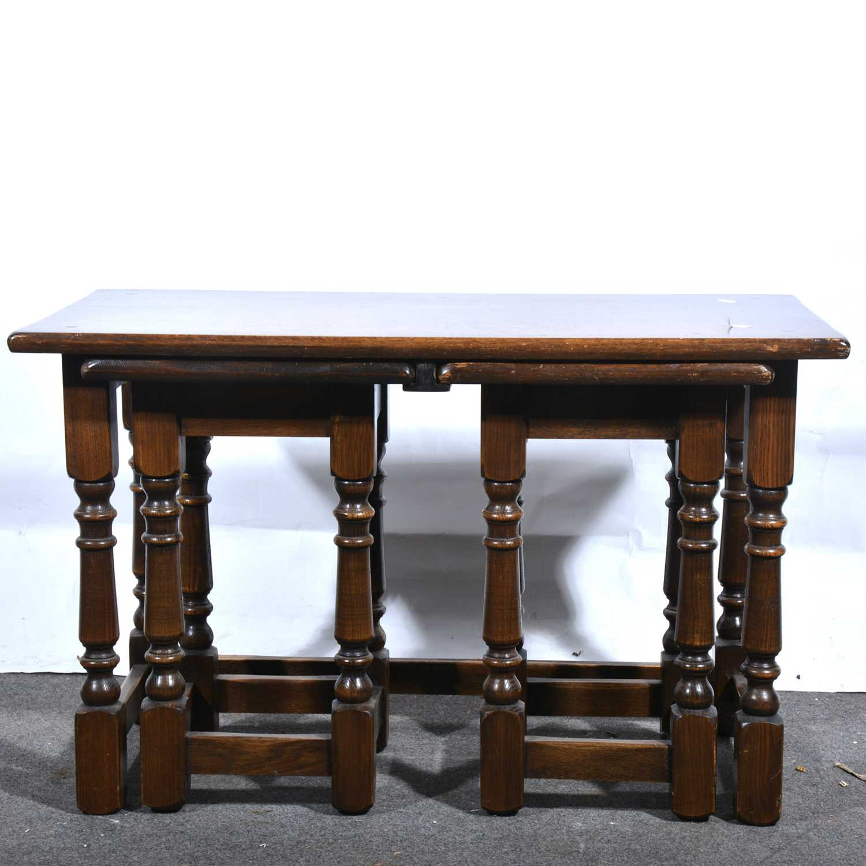 Lot 28 - A nest of three oak coffee tables.