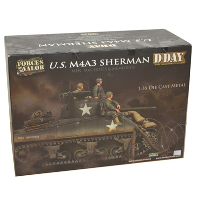 Lot 18 - Forces of Valor 1:16 die-cast model; U.S. M4A3 Sherman tank