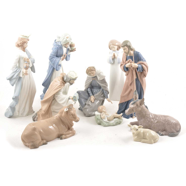 Lot 38 - A Nao Nativity scene