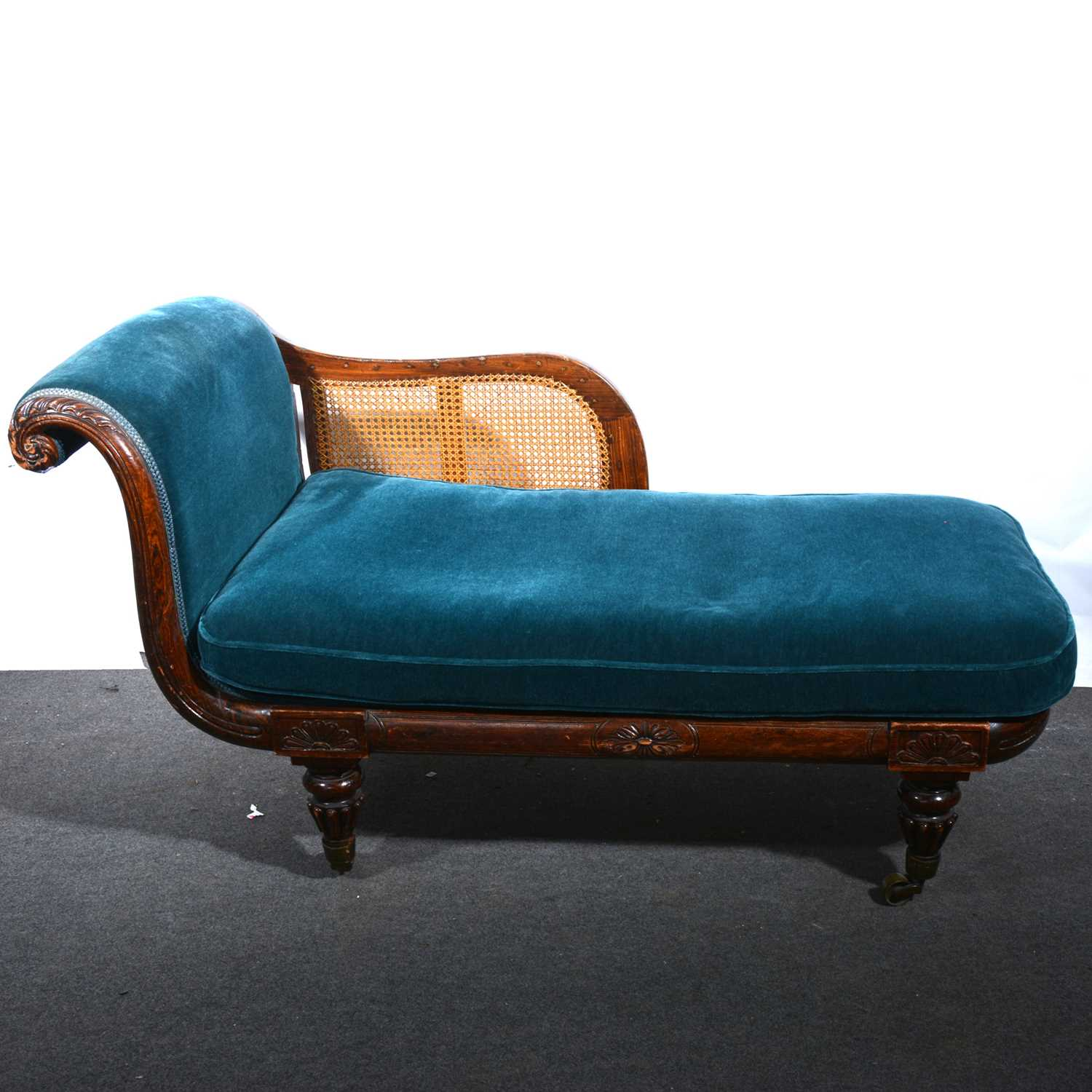 Lot 38 - A Victorian chaise longue.