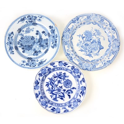 Lot 55 - Chinese blue and white plate and other plates