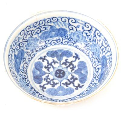 Lot 17 - Chinese bowl.