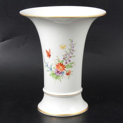 Lot 7 - Höchst porcelain vase.