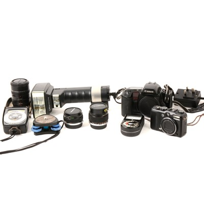 Lot 28 - Camera and accessories