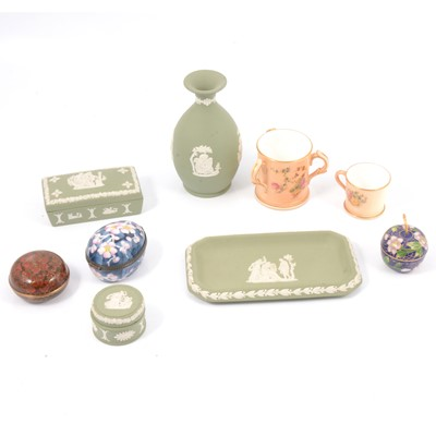 Lot 17 - Small collection of ornaments
