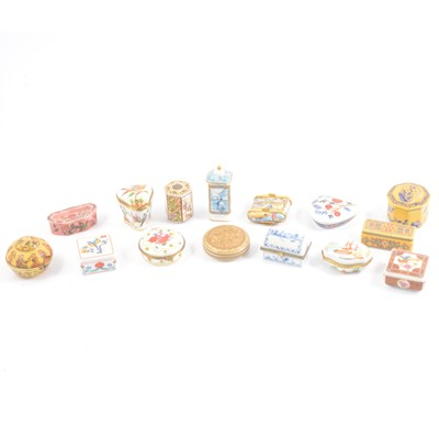 Lot 32 - Collection of reproduction porcelain boxes by Del Prado.