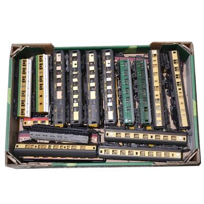 Lot 53 - Twenty-eight OO gauge model railway passenger coaches.