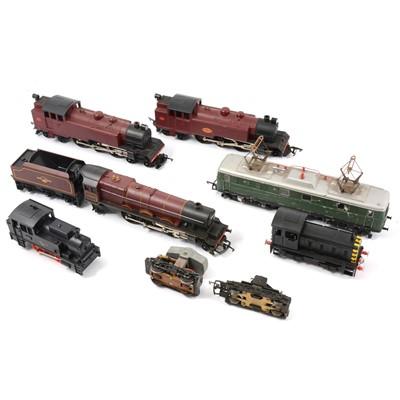 Lot 48 - OO gauge model railway locomotives, including R758 Hymek B-B diesel D7063.