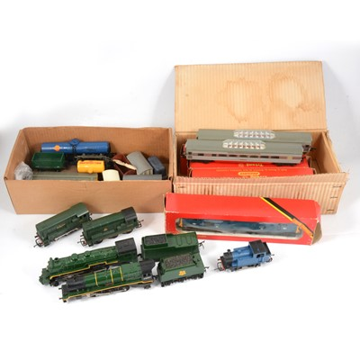 Lot 83A - OO gauge model railway, a collection including Hornby R751 Class 37 D6830 diesel locomotive