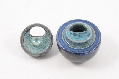 Lot 1001 - Ruskin Pottery inkwell with cover, 1909.