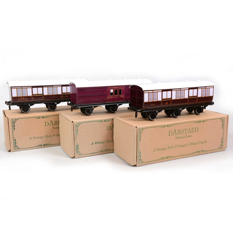 Lot 9 - Three Darstaed Trains De Luxe O gauge passenger coaches, three 6-wheel coaches