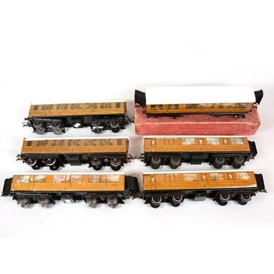 Lot 39 - Hornby O gauge passenger coaches, six LNER no.2 corridor coaches