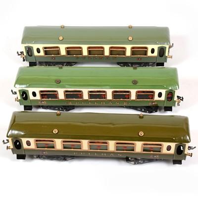 Lot 38 - Three Hornby O gauge No2 Pullman coaches, green