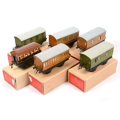 Lot 47 - Six Hornby O gauge model railway passenger coaches