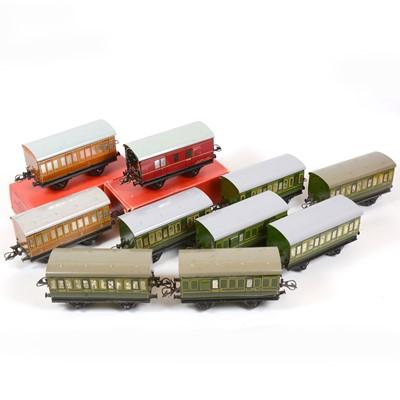 Lot 40 - Ten Hornby O gauge model railway passenger coaches