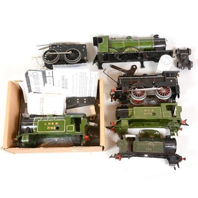 Lot 34 - O gauge model railway clockwork 0-4-0 locomotive and spare bodies.