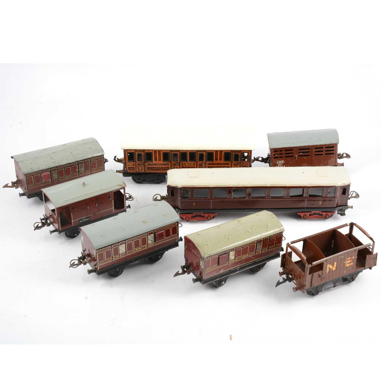 Lot 7 - O gauge model railway; eight passenger coaches and vans, including Bing