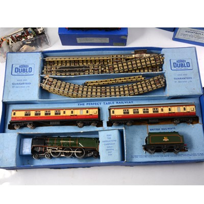 Lot 49 - Hornby Dublo OO gauge model railway collection, including EDP12 passenger train set.