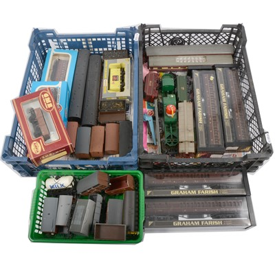 Lot 92 - Two trays of OO gauge model railway rolling-stock and passenger coaches.
