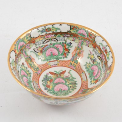 Lot 22 - A reproduction Chinese porcelain rosebowl