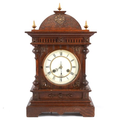 Lot 102 - Continental oak mantle clock