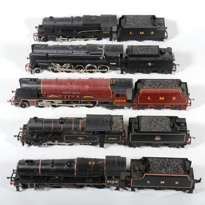 Lot 41 - Five OO gauge model railway locomotives and a spare tender.