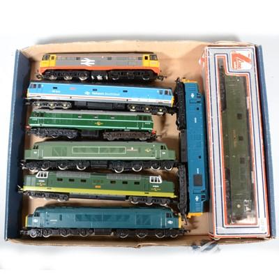 Lot 33 - Eight OO gauge model railway diesel locomotives