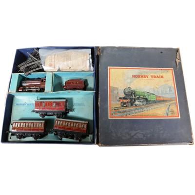 Lot 5 - Hornby O gauge model railway no.501 passenger set