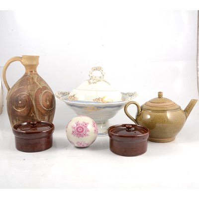 Lot 59 - A collection of decorative ceramics and glassware