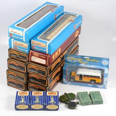 Lot 66 - OO gauge model railway passenger coaches etc.