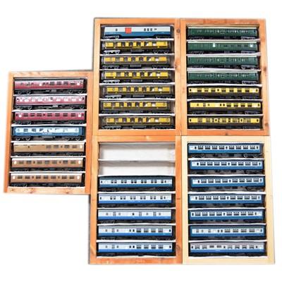 Lot 73 - Thirty-four OO gauge model railway passenger coaches